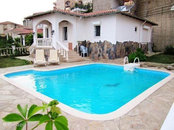 Villa alanya zeezicht prive zwembad in kargicak turkse for Zwembad prive