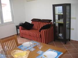 De kamer is voorzien van een Airco, TV en een radio CD speler . Vanuit de kamer heeft u een mooi uitzicht op zee en het zwembad