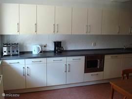 keuken met alle inb.apparatuur