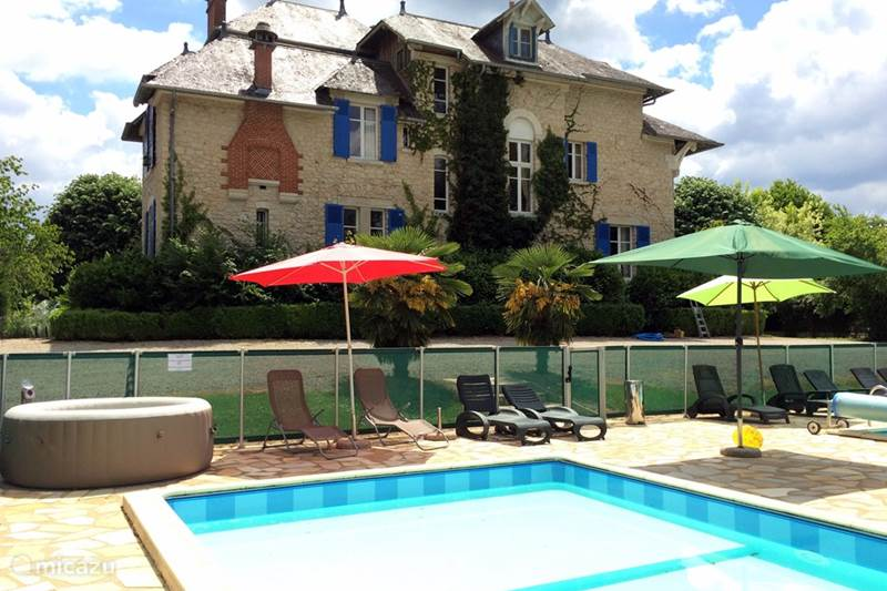 Vacation rental France, Dordogne, Hautefort Manor / Castle Le Pavillon de St. Agnan