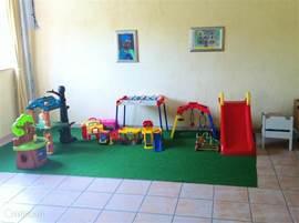 Speelgoed in de recreatiezaal voor de kleintjes