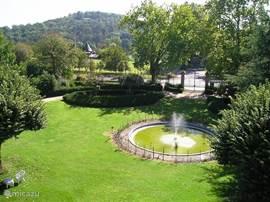 Zicht op het park vanaf het Pavillon