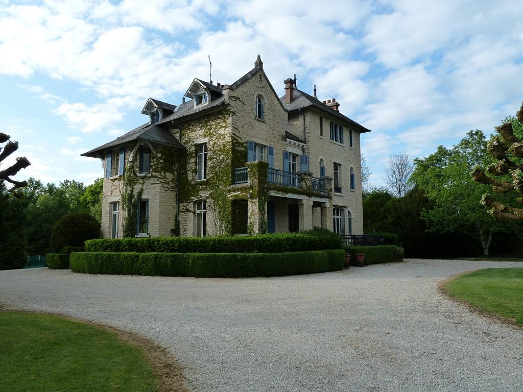 Chateau le Pavillon voor 14 pers. met 20% korting van 1/7 - 8/7 Nu: € 1.695,- en met 25% korting van 8/7 - 15/7. Nu € 2.195,- Zoover 9.2 Kindeparadijs