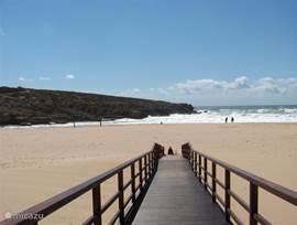 Praia do Lizandro  Mooi groot strand met leuke strandtenten en lekker eten.