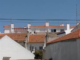 Foto buitenkant appartement  (bovenste etage)vanaf de straatkant (bij het strand).