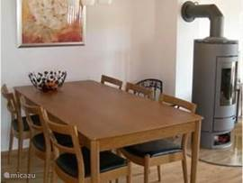 Dining table can accommodate 6 people.