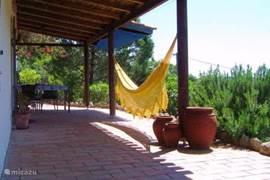 15 meter terras aan de lange voorzijde van Casa Mara met geweldig uitzicht