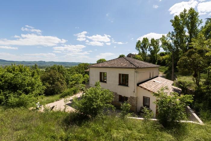 Eén van de leukere huizen in de Ardèche. Last minute aanbieding  20 mei - 1 juli 2017 t/m 2 p. E 625,-/wk t/m 7 p. E 825,-/wk t/m 9 p. E 975,-/wk