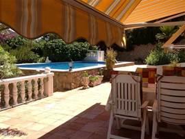 Foto vanaf het terras met uitzicht op uw eigen zwembad