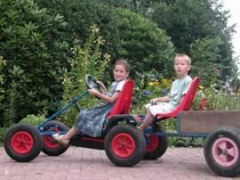 Kinderen (ook volwassenen) vinden het heerlijk om op de skelters te rijden en deze staan ook niet stil. Er zijn 3 skelters aanwezig met een aanhangertje, zodat er altijd wel iemand kan rijden of laten rijden.