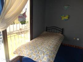 kleine kinderkamer 6,  (1 single bed)deze bevind zich boven naast master slaapkamer