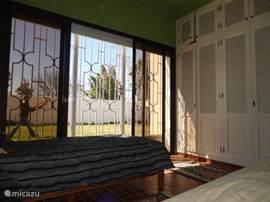 Slaapkamer 3, (2 signle bed)richting achtertuin