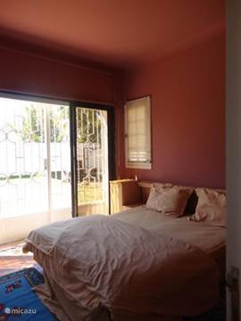 Slaapkamer 2, richting tuin (1 twin bed)