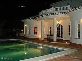 Villa in avond