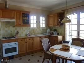 keuken met eettafel ( 6 pers. )