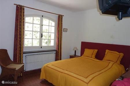 slaapkamer begane grond met TV douche 1e etage, met toilet ( niet ...