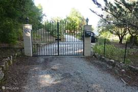 entrance with lockable gate