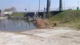 Trailerhelling om uw boot in het water te laten.
