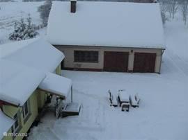 Het vakantiehuisje in de winter.