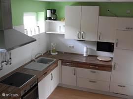 Ruim, moderne en complete keuken. Het zal u eigenlijk aan niets ontbreken.