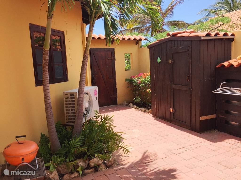 Patio bij de Aruba Studios