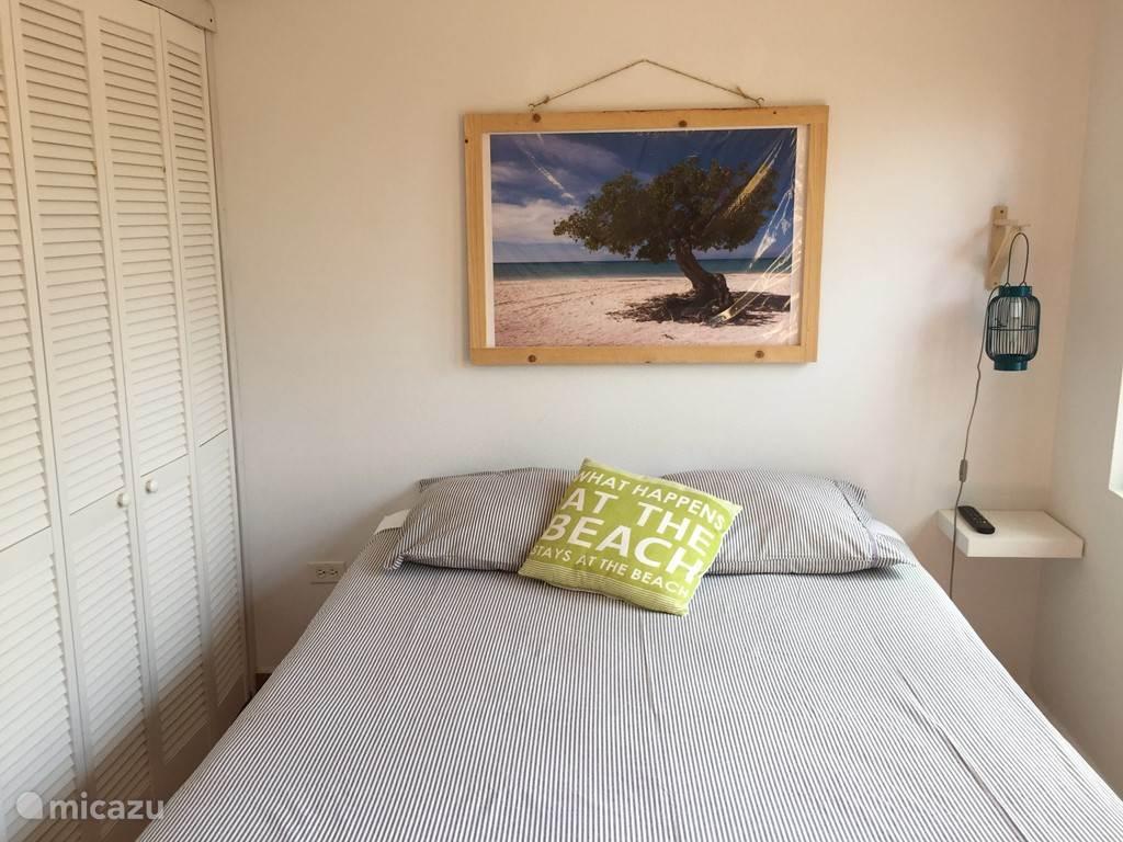 Aruba Studio A - Queen size bed met inbouw kast