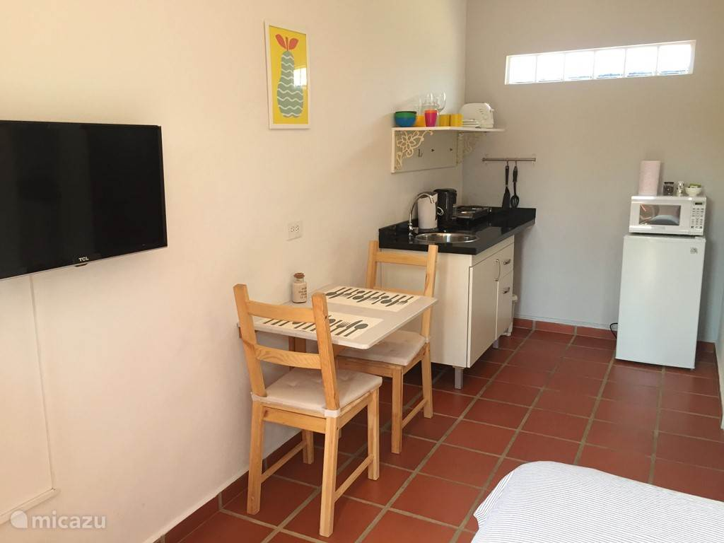 Aruba Studio A - Kitchen with sitting area
