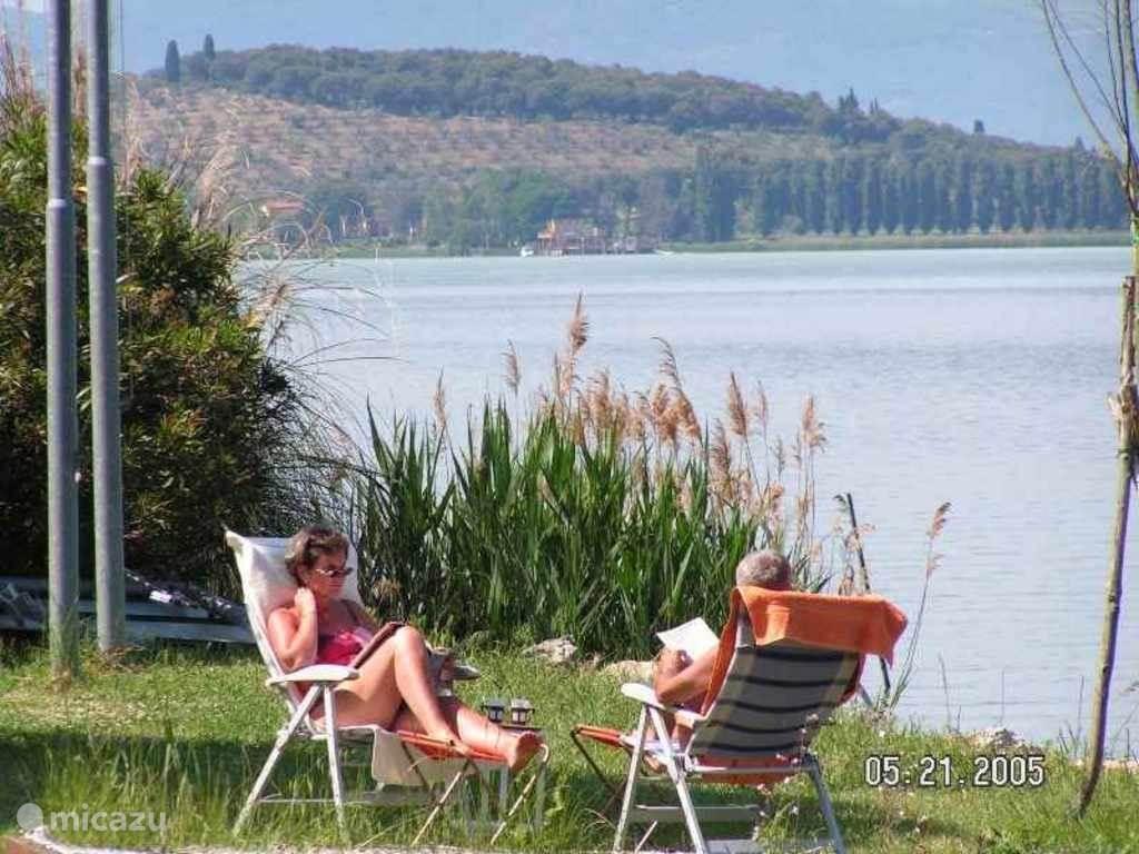 Relaxen aan het schitterende meer.