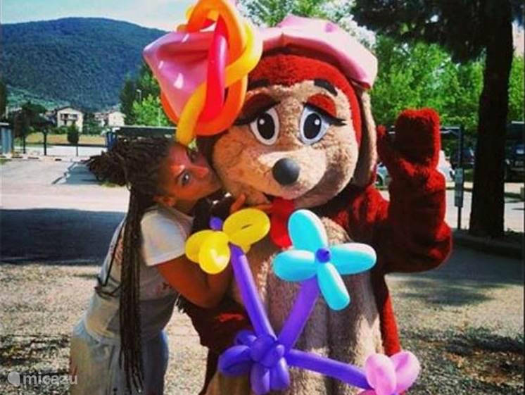 Animatie programma in juli en augustus overdag en 's avonds, voor jong en oud. Ook is er in deze periode een miniclub voor kinderen vanaf 4 jaar.