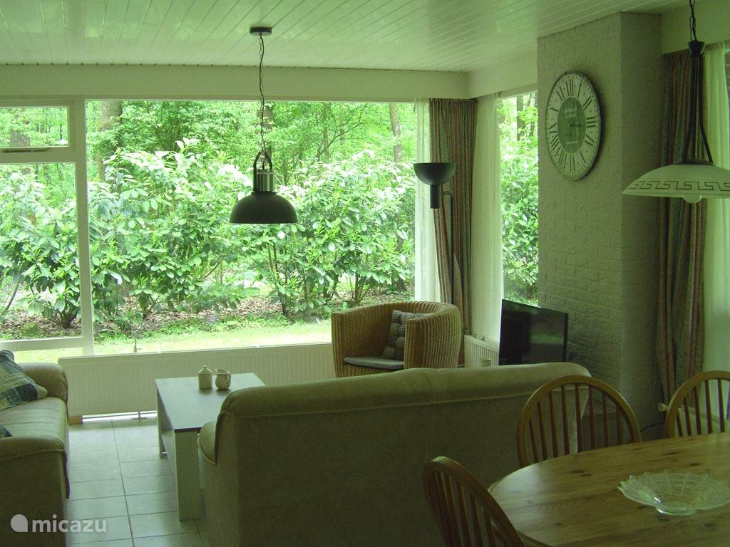 een van de vele interieurs met nieuwe led tv's