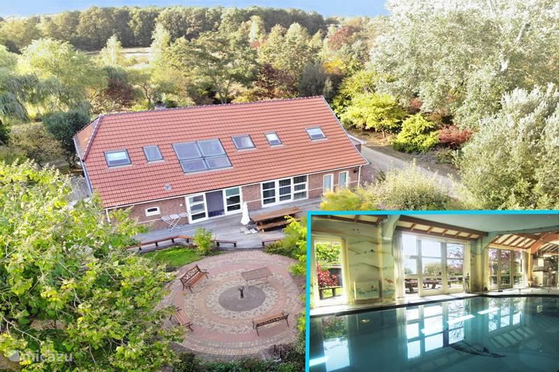 Vakantiehuis Nederland, Groningen, Westerwolde Landhuis / Kasteel Huis Iris, met privé binnenzwembad