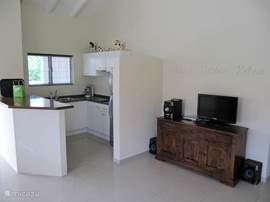 Fully equipped kitchen with hot / cold water, microwave, large fridge. TV with Dutch channels and free WI-FI internet (inside and outside)