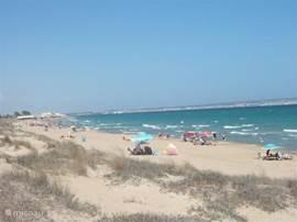 strand van La Marina kijkend in de richting van Santa Pola