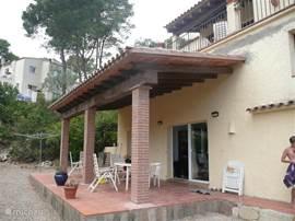 Urbanisatie Torre Vella comfortabel appartement in vrijstaande villa, in rustige omgeving met zwembad aan zijkant in de tuin, gelijktijdig te huur met bovenappartement,