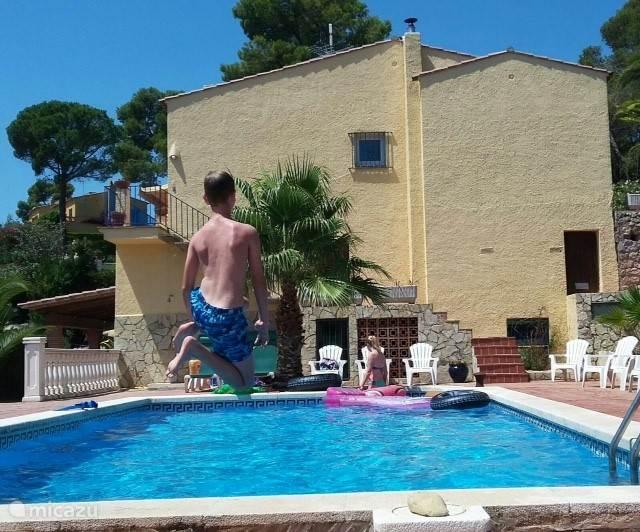 zwembad van 10x5 meter met romaanse trap. Het diepste gedeelte is 2.10 meter