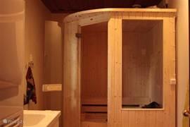 In 2010 is de natte traditionele sauna geplaatst in de bijruimte. Waar ook de wasmachine en droger staan.