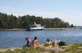 In kristinahamn kun je ook een eilanden dagtrip met de rondvaartboot beleven.