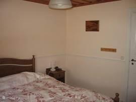 Slaapkamer 1) begane grond voor 2 personen met inloopkast.