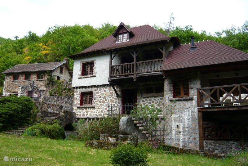 Vacation rental France, Auvergne, Châtel-Montagne holiday house Moulin sur Besbre