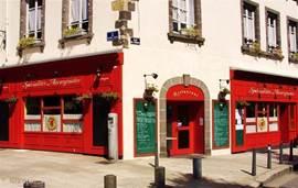 Mooi restaurant met specialiteiten uit de Auvergne nabij het historische centrum van Clermont Ferrand