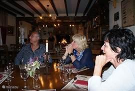 Dit kwaliteitsrestaurant ligt op zo'n 6 km van de molen in de buurt van Isserpent en is zeer de moeite waard. Het is alleen in het weekend geopend en een tafel moet tijdig worden reserveerd.