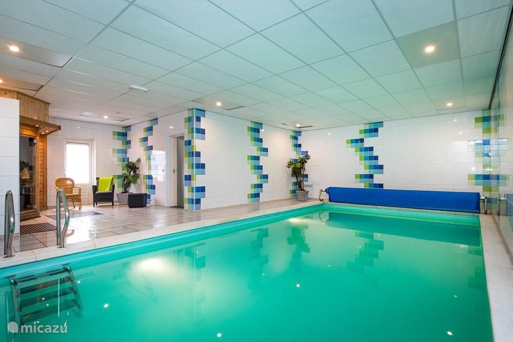 zwembad is het hele jaar verwarmd op 28*C.