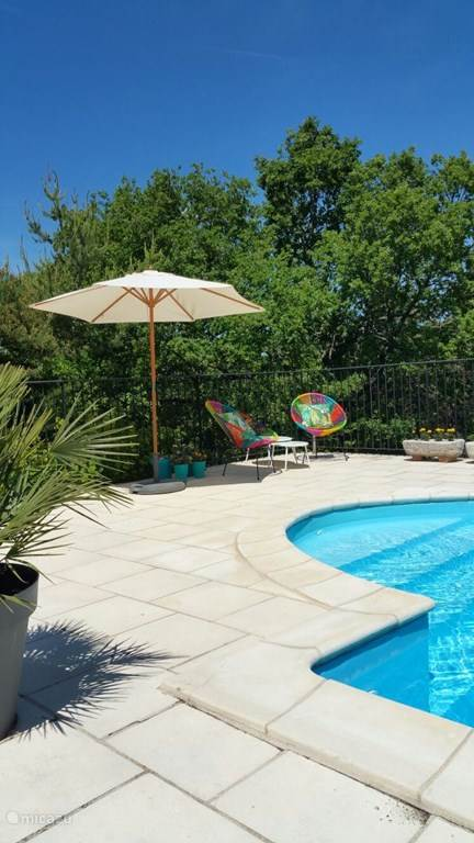 The detached house is situated in the beautifully landscaped area of ??St Pierre de Tourtour. The house has a private pool of 10 x 5 and is fairly new with nice modern decor. The picturesque village Tourtour is 5 minutes away.