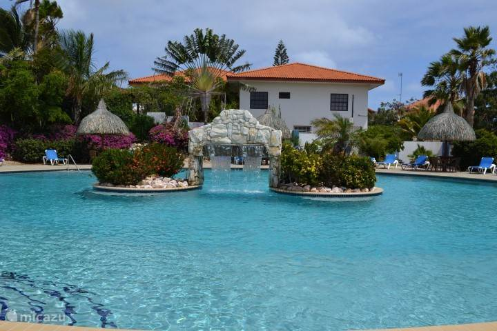 Swimming pool Seru Coral Resort