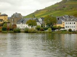 Focus on the Moselle towards Bernkastel.