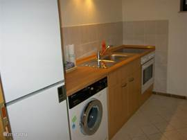 New kitchen with all amenities. SENSEO with pads.