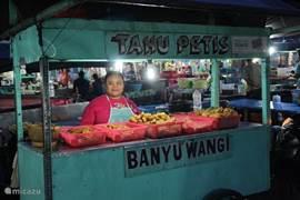 De avond markt van seririt slechts 5 rij-minuten vanaf villa senang
