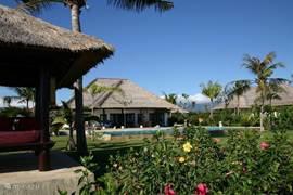 Villa Senang vanaf het strand gezien.