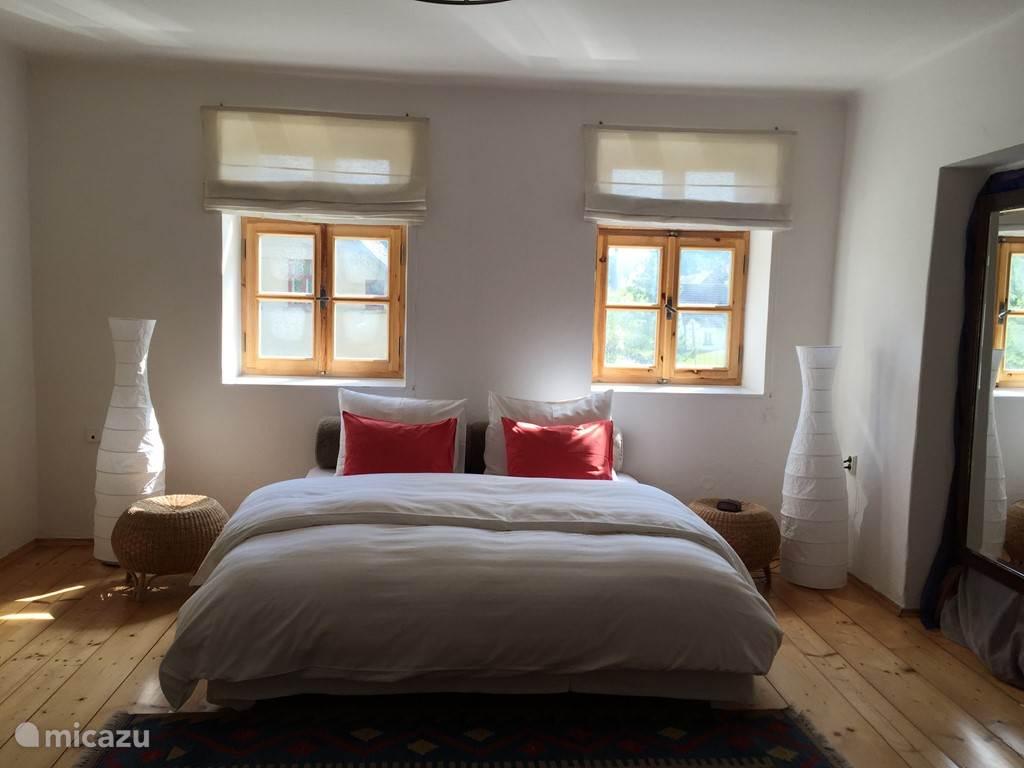Slaapkamer begane grond met 2 persoons bed