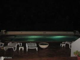 Zicht op zwembadverlichting
